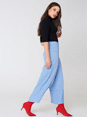 NA-KD himmelsblå byxor High Waist Culotte Pants blå multicolor