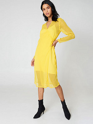 Qontrast X NA-KD Swiss Dot Wrap Dress