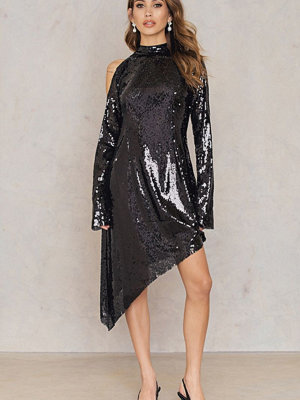 NA-KD Party Asymmetric Cold Shoulder Sequins Dress svart