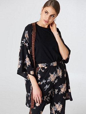 Qontrast X NA-KD Small Flower Kimono