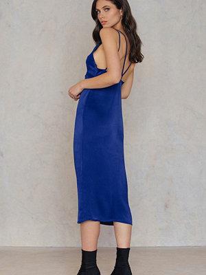 NA-KD Trend Drawstring Double Strap Dress