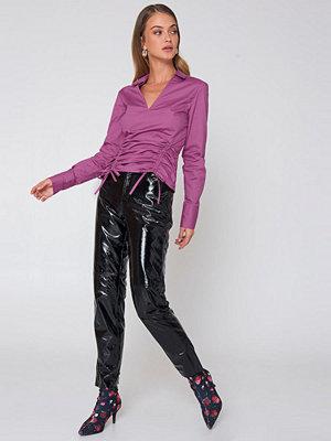NA-KD Drawstring Asymmetric Shirt lila