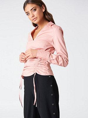 NA-KD Drawstring Asymmetric Shirt rosa