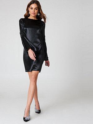 NA-KD Party Metallic Gathered Sleeve Mini Dress - Festklänningar