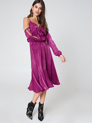 NA-KD Trend V-Neck Cold Shoulder Midi Dress