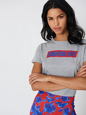 NA-KD Trend Smoking Hot Tee