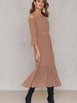 NA-KD Boho Off Shoulder Trumpet Frill Dress