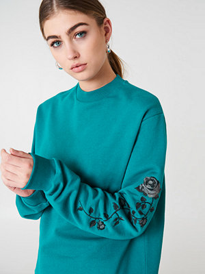 NA-KD Rose Embroidery Sleeve Sweater grön