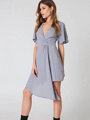 Boohoo Wrap Occasion Dress grå