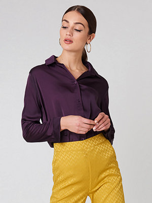 NA-KD Long Sleeve Satin Shirt lila