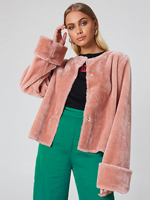 NA-KD Wide Cuff Faux Fur Jacket - Jackor