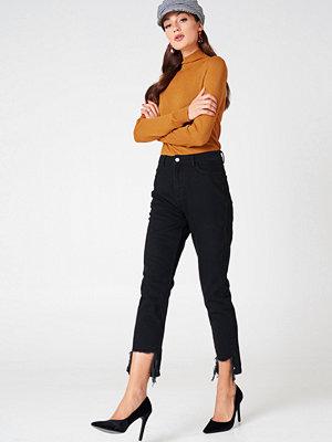 NA-KD Ripped Hem Jeans svart
