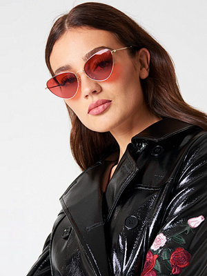 Solglasögon - NA-KD Accessories Metal Frame Cat Eye Sunglasses röd
