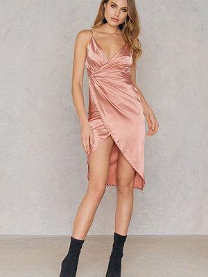 Boohoo Satin Strappy Dress - Festklänningar