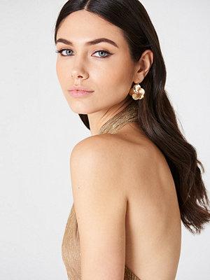 NA-KD Accessories örhängen Hanging Flower Earrings