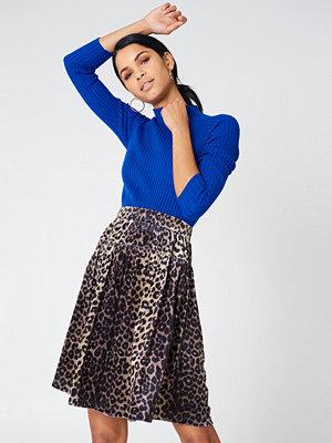 Qontrast X NA-KD Leopard Velvet Skirt multicolor