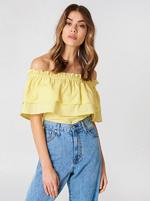 Andrea Hedenstedt x NA-KD Off Shoulder Layared Top