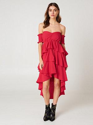 Andrea Hedenstedt x NA-KD Off Shoulder Frill Dress
