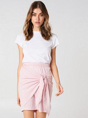 Andrea Hedenstedt x NA-KD Side Knot Skirt rosa