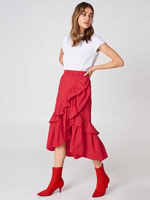 Andrea Hedenstedt x NA-KD Overlap Maxi Frill Skirt röd