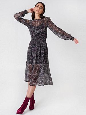 NA-KD Trend Shirred Detail Midi Dress