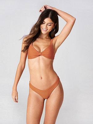 J&K Swim x NA-KD V-shaped Bikini Panty brun röd