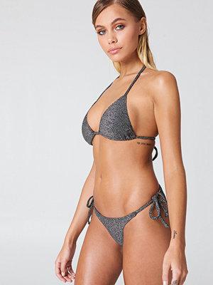 NA-KD Swimwear Sparkle Triangle Bikini Panty svart silver