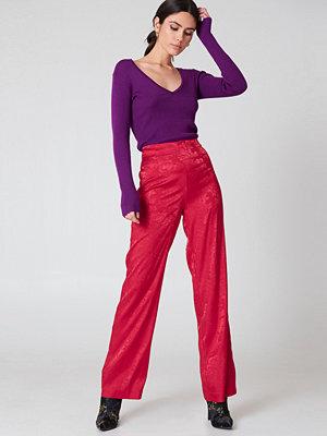 NA-KD Trend röda byxor Jacquard Satin Wide Pants