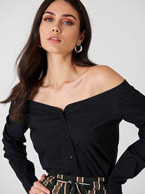 NA-KD Trend Slip Shoulder Shirt svart