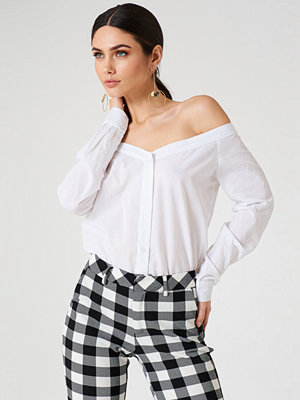 NA-KD Trend Slip Shoulder Shirt vit