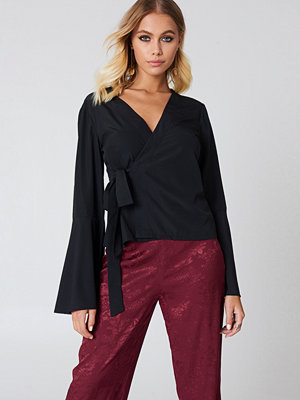 NA-KD Boho Wrap Over Bell Sleeve Top - Blusar