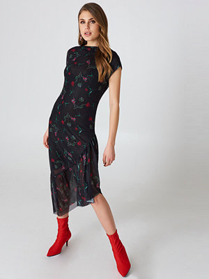 NA-KD One Sleeve Mesh Dress svart multicolor