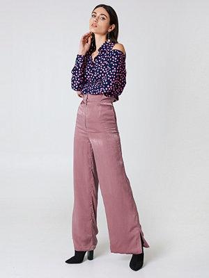 Lavish Alice Shiny Trousers - Byxor omönstrade