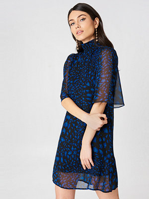 NA-KD Trend Shirred Neck Straight Dress