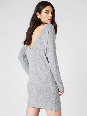 NA-KD Deep Back Long Sleeve Dress grå