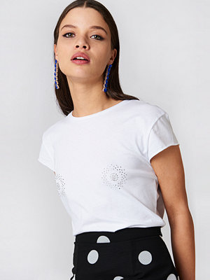 NA-KD Trend Sparkle Chest Tee