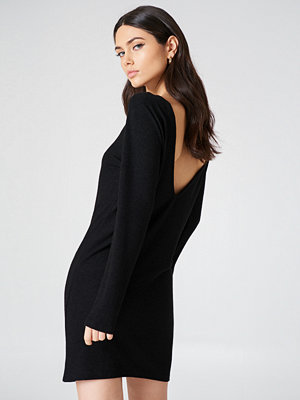 NA-KD Deep Back Long Sleeve Dress