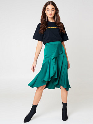 NA-KD Trend Flounce Satin Skirt