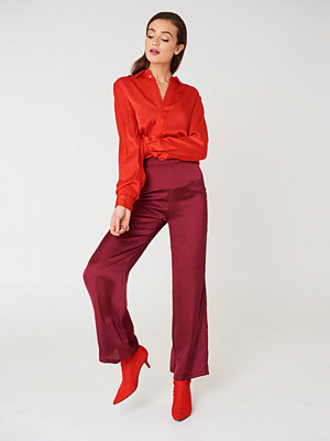 NA-KD Trend mörkröda byxor High Waist Wide Satin Pants