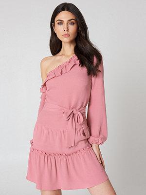 NA-KD Boho Slip Shoulder Balloon Sleeve Dress rosa