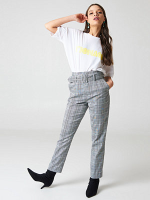 NA-KD Classic grå rutiga byxor High Waist Belted Pants grå
