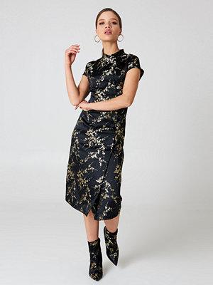 NA-KD Midi Cheongsam Dress - Midiklänningar