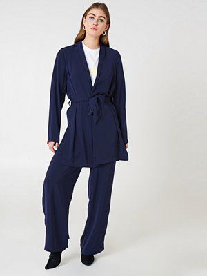 NA-KD marinblå byxor High Waist Wide Pants blå