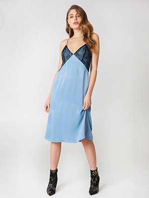 NA-KD Lace Detail Midi Slip Dress - Midiklänningar