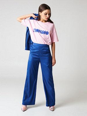 NA-KD Trend blå mönstrade byxor High Waist Flared Jacquard Pants