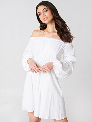 Hannalicious x NA-KD Off Shoulder Ballon Sleeve Dress - Miniklänningar