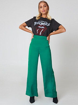 NA-KD Classic High Waist Wide Satin Pants - Byxor gröna
