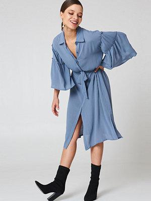 NA-KD Boho Flounce Sleeve Shirt Dress