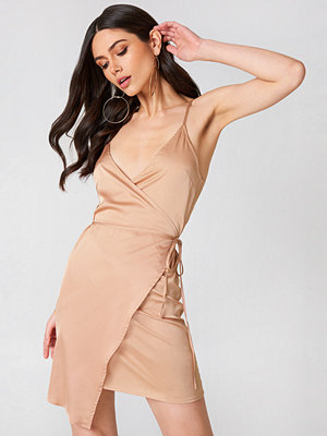 Linn Ahlborg x NA-KD Wrapped Satin Dress