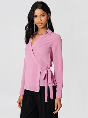 NA-KD Wrap Over Chiffon Shirt rosa
